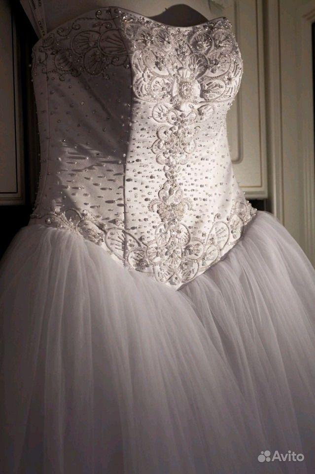 3a8f0bebbee Свадебное платье расшитое жемчугом и фата