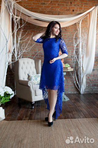 Гипюровое синее платье со шлейфом